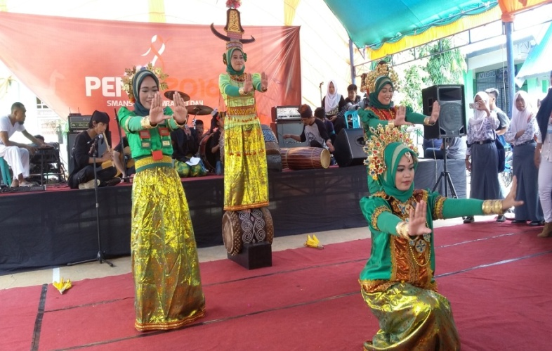 Peserta Karnaval Budaya
